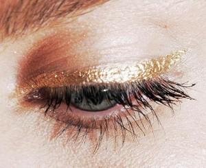 gold eyeliner